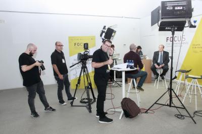 Equipo de comunicación Focus Pyme en el set de entrevistas