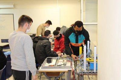 El alumnado de Robótica imprime las piezas que necesitan para su máquina clasificadora